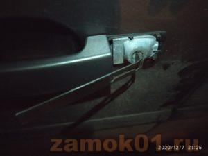 Как открыть Рендж Ровер, если ключ внутри машины