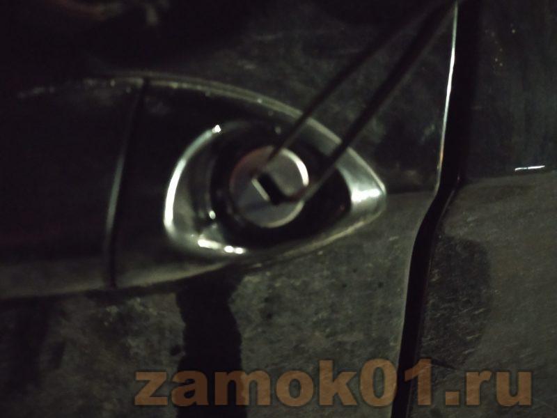 Вскрытие автомобиля БМВ специальным инструментом