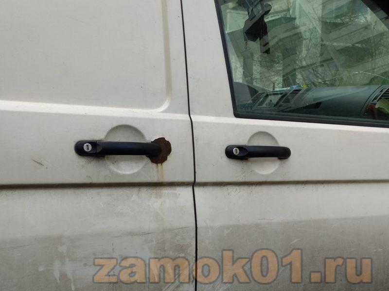 как открыть volkswagen т5 без ключа